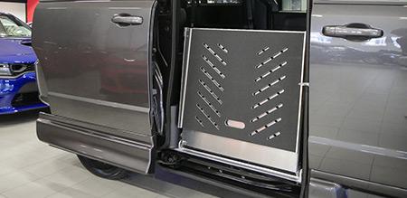 Dodge Grand Caravan golvsänkt handikapppanpassad minivan